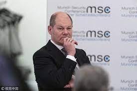 社民黨總理候選人,現任財長的舒爾茨。